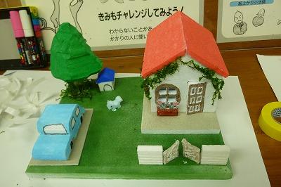 発泡ステロールで家を作りました